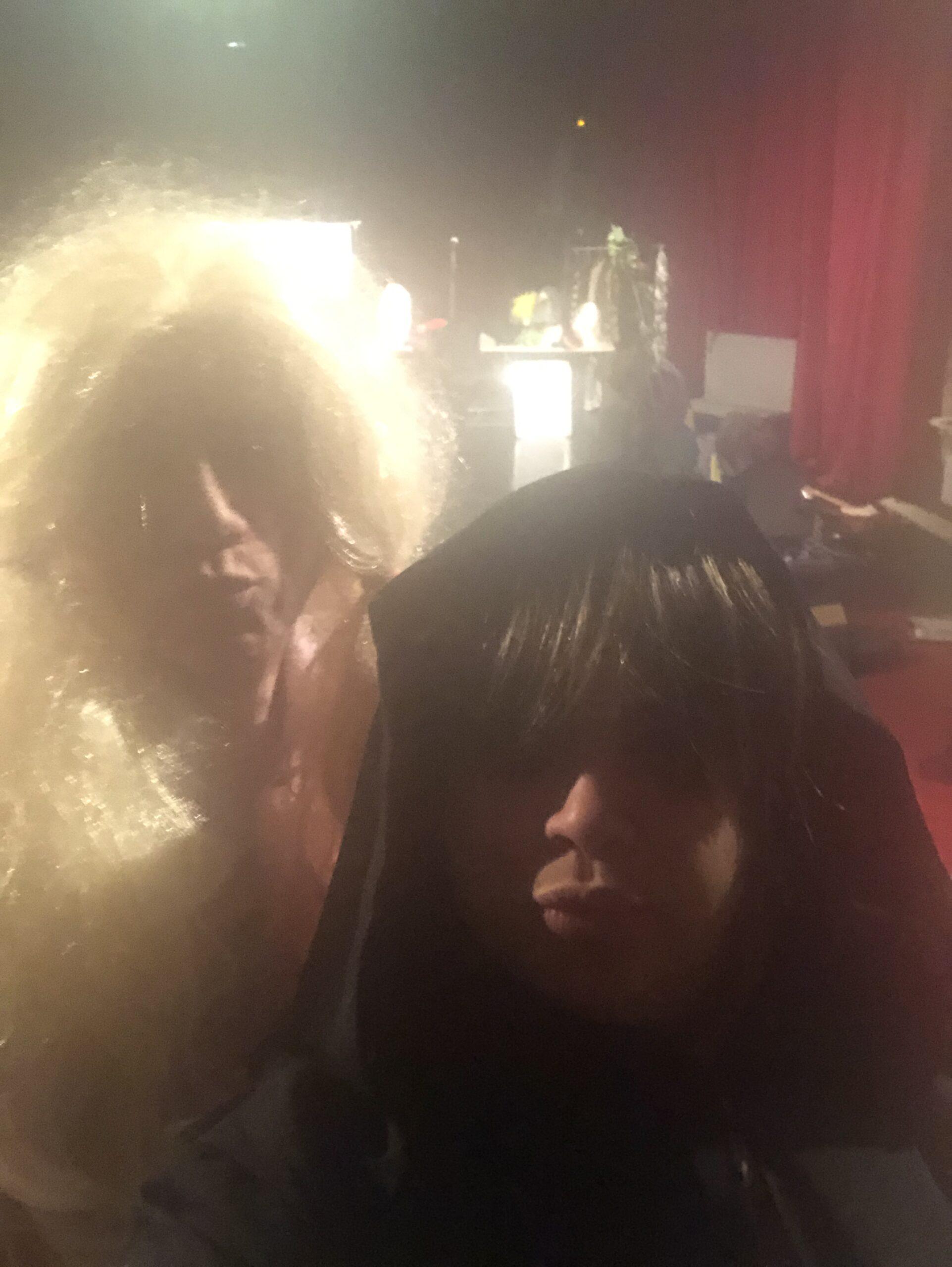 Selfie d'essayage de costumes